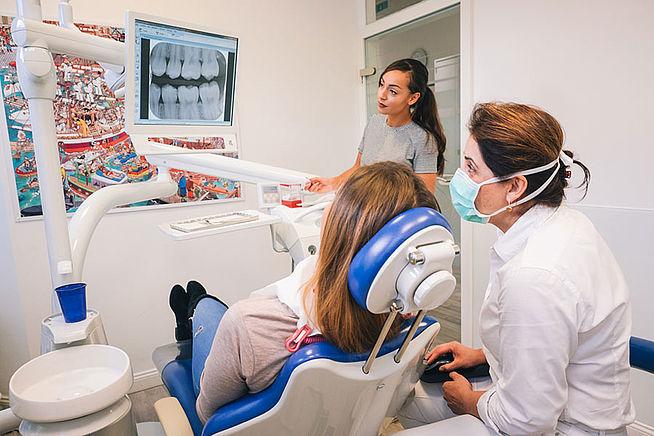 Bild Zahnarztpraxis Dr. Ebrahimi Hamburg Wandsbek Behandlung
